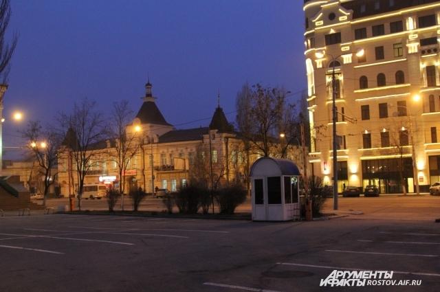 В центре Ростова почти не осталось деревьев, их вырубают для места под автомобильные парковки.