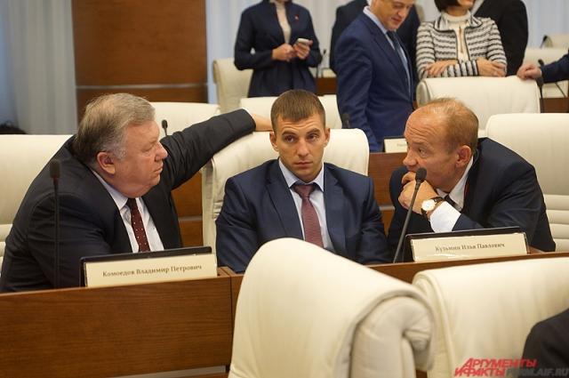 Илья Кузьмин (в центре) в окружении более опытных коллег.