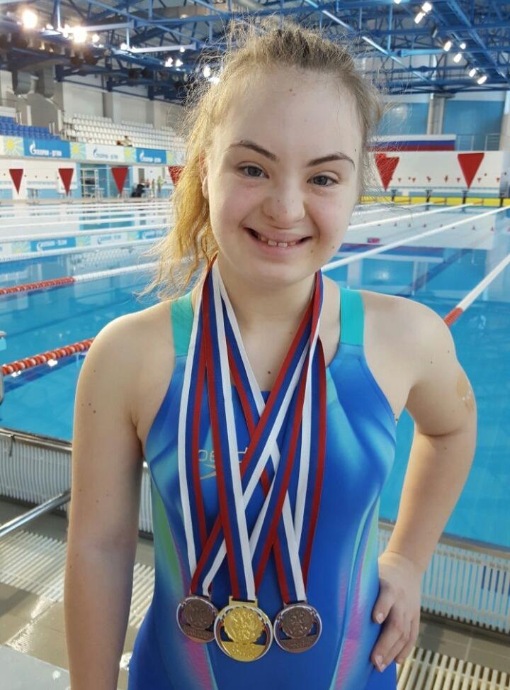 Настя — чемпионка и успешная девушка.