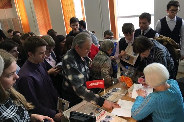 Около 70 человек пришли на встречу с автором книги.