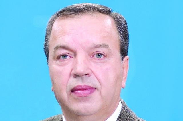 Александр Петрович Золотарев - доктор педагогических наук, профессор кафедры теории и методики футбола и регби, директор межрегионального центра подготовки специалистов в сфере футбола «Юг» - создал одну из первых научных групп в советском футболе, помогавшую «Кубани» в 1970-80-е, комментировал игры краснодарских команд на местном телевидении.