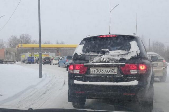 Очереди за бензином в Хабаровске начинаются с дороги.