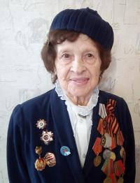 Медаль «За боевые заслуги» Мария Михайловна считает главной, хотя на её парадном пиджаке много и других наград.