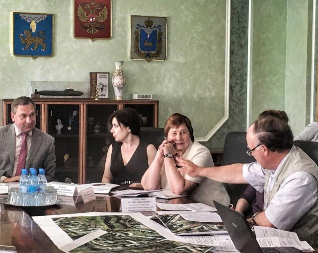 Сергей Кондратьев знает, где лучше разводить ганзейские церемонии.