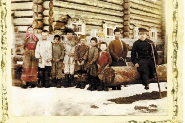 Школа грамоты в д. Ворцевой, Чердынского уезда. 1896 г.