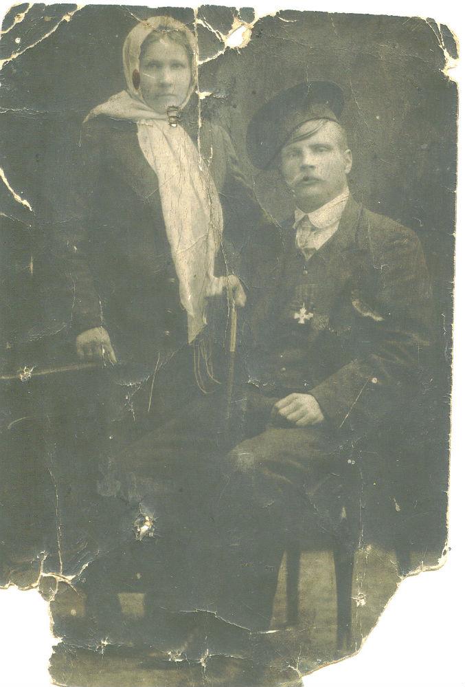 Георгиевский кавалер Порфирий Ловчев с женой.