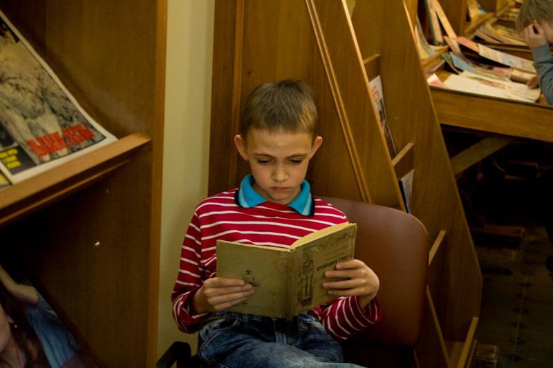 Омичей приглашают посетить библиотеку ночью.
