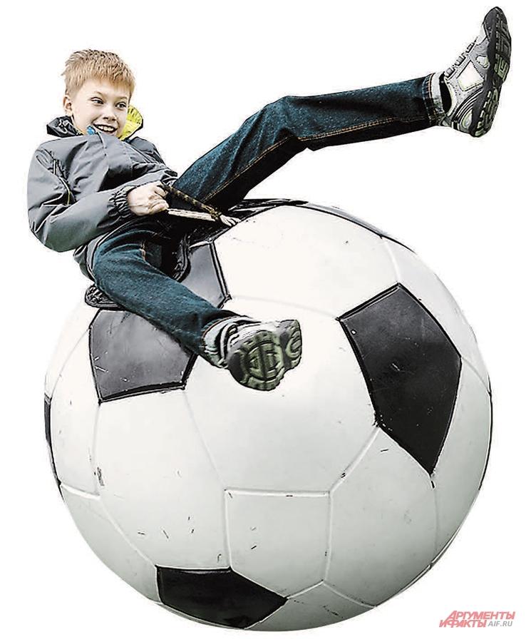 Футбольные мячи сегодня везде.