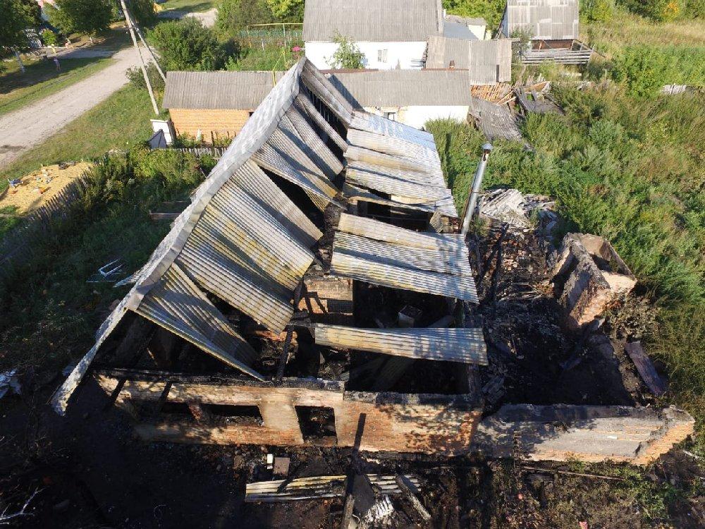 Следователи возбудили уголовное дело по факту гибели ребенка на пожаре в поселке Чучково