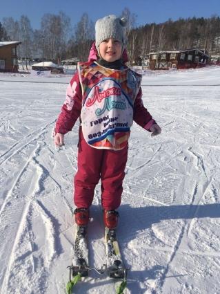Юля на лыжах