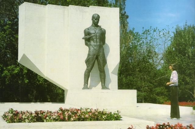 Памятник Лигети был демонтирован в 2001 году на части. Сейчас многие из них утрачены и краеведы хотят попытаться его установить.
