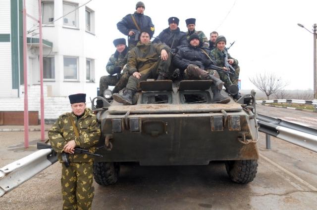 Казаки на бронетранспортёре крымского «Беркута».