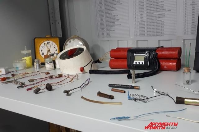 Самодельные взрывные устройства с применением часового механизма.