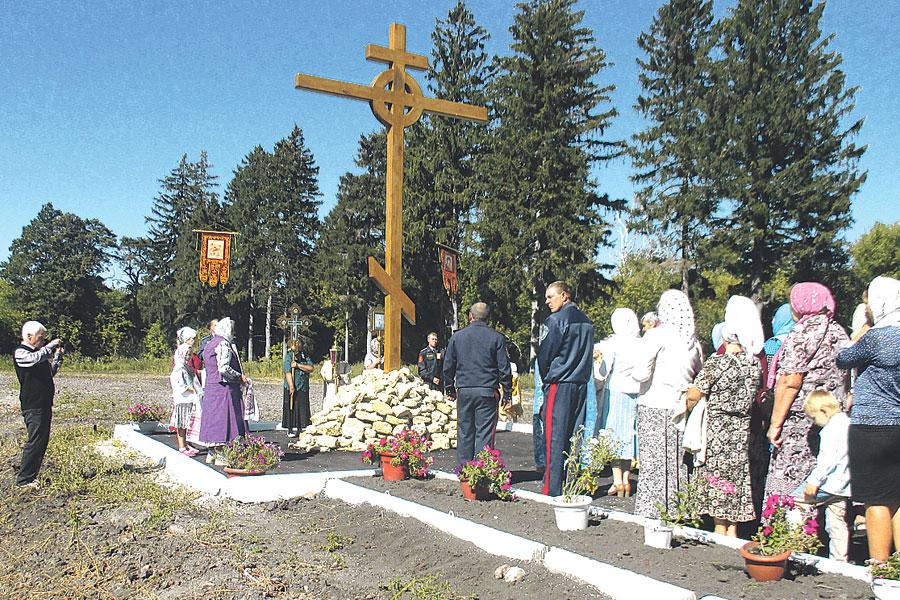 Силами и радением казаков в Успеновке возрождается православная святыня.