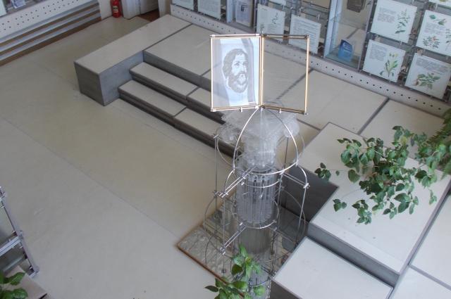 Основной зал музея расположен в бывшей операционной.
