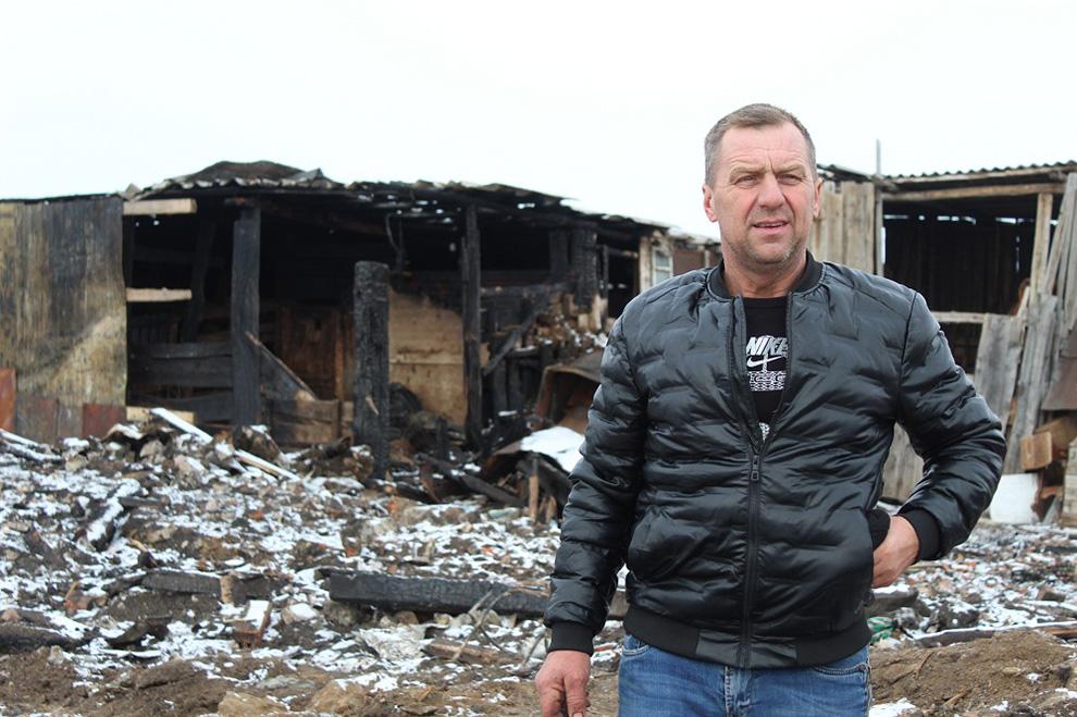 Александр Глухманов один воспитывает шестерых приемных детей.