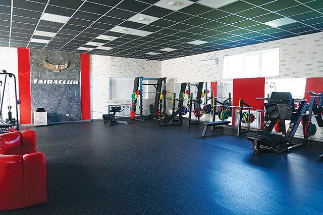 Оснащение тренажёрного зала не уступает столичным фитнес-клубам.
