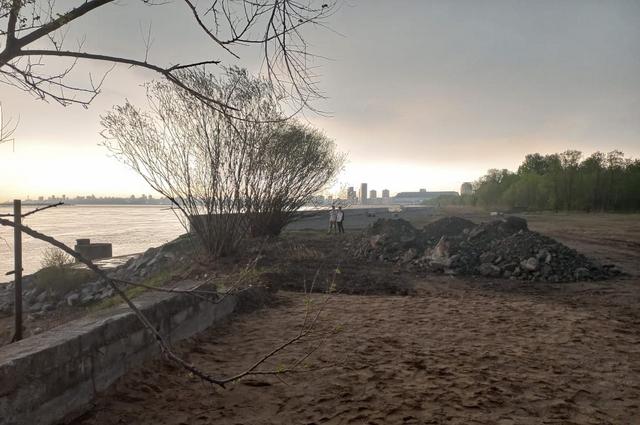 Берег базы отдыха, где утонул подросток.