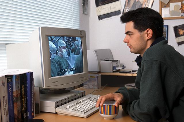 Чего раньше в общежитиях точно не было, так это компьютеров. А нынешние студенты не представляют себе учебу без них.