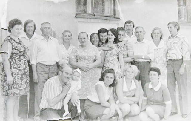 Семьи Бирюковых, Агаповых и Сильченко на свадьбе детей