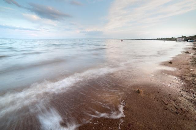 В Яровом обязательно стоит встретить рассвет на пляже.