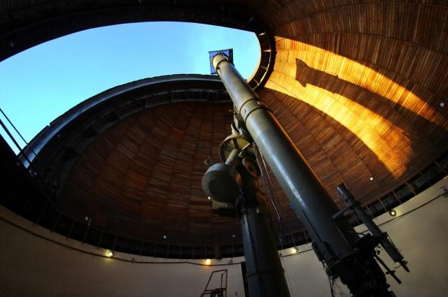 В Пулковской обсерватории проводится ряд важнейших наблюдений.