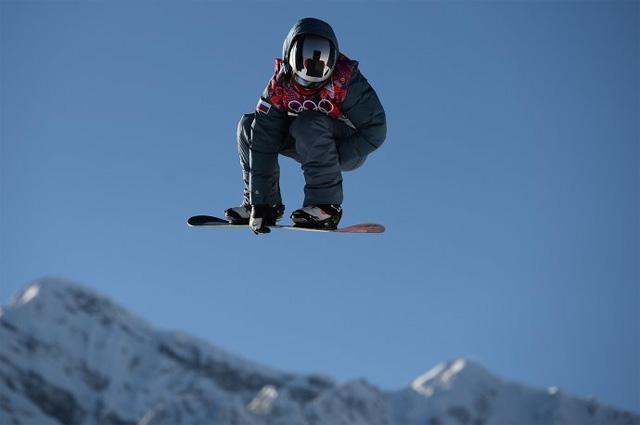 Алексей Соболев (Россия) в квалификации в дисциплине «слоупстайл» на соревнованиях по сноуборду среди мужчин на XXII зимних Олимпийских играх в Сочи