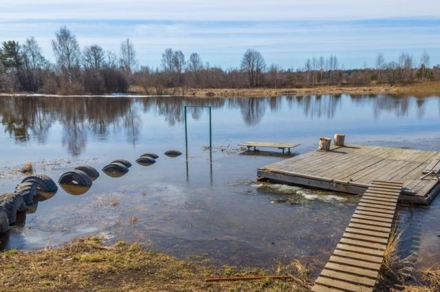 11 апреля уровень воды уже заметно повысился.
