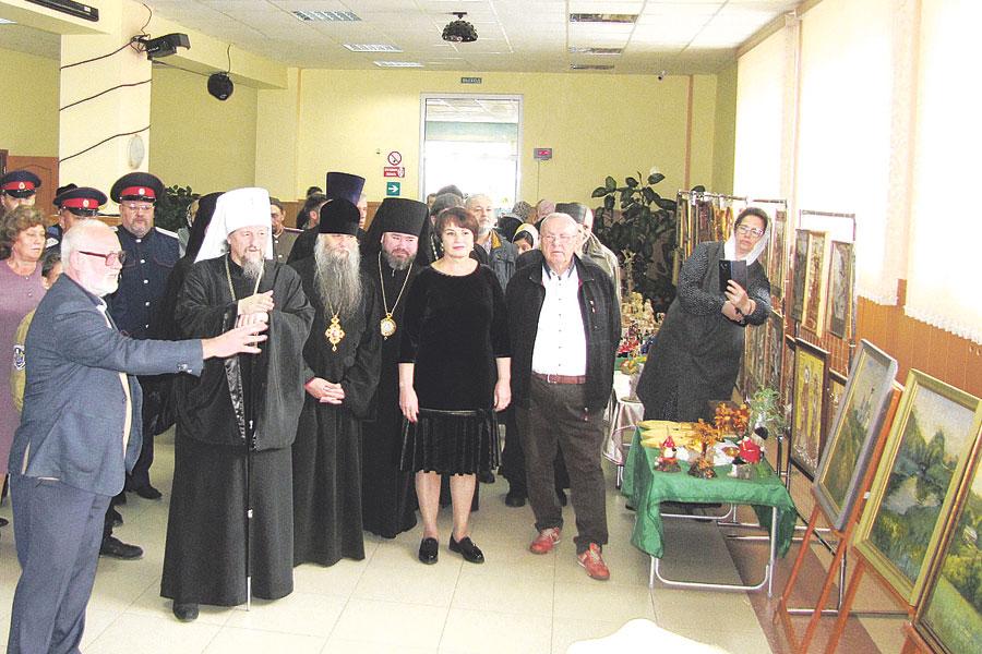 Выставка работ  белгородских художников, написанных этим летом  на пленэре  на территории Холковского монастыря.