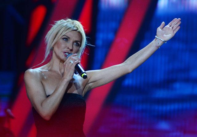 Татьяна Овсиенко выступает наМеждународном конкурсе молодых исполнителей популярной музыки «Новая Волна 2016» вСочи.