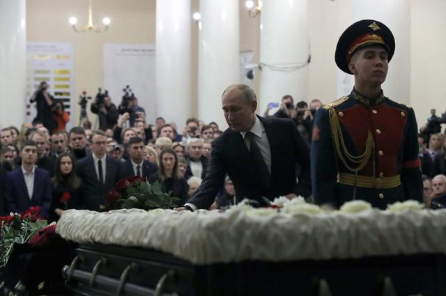 Владимир Путин на церемонии прощания с президентом Санкт-Петербургского государственного университета Людмилой Вербицкой.