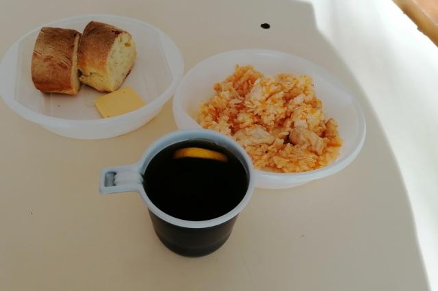 Далеко не всех школьников устраивает питание в столовых.