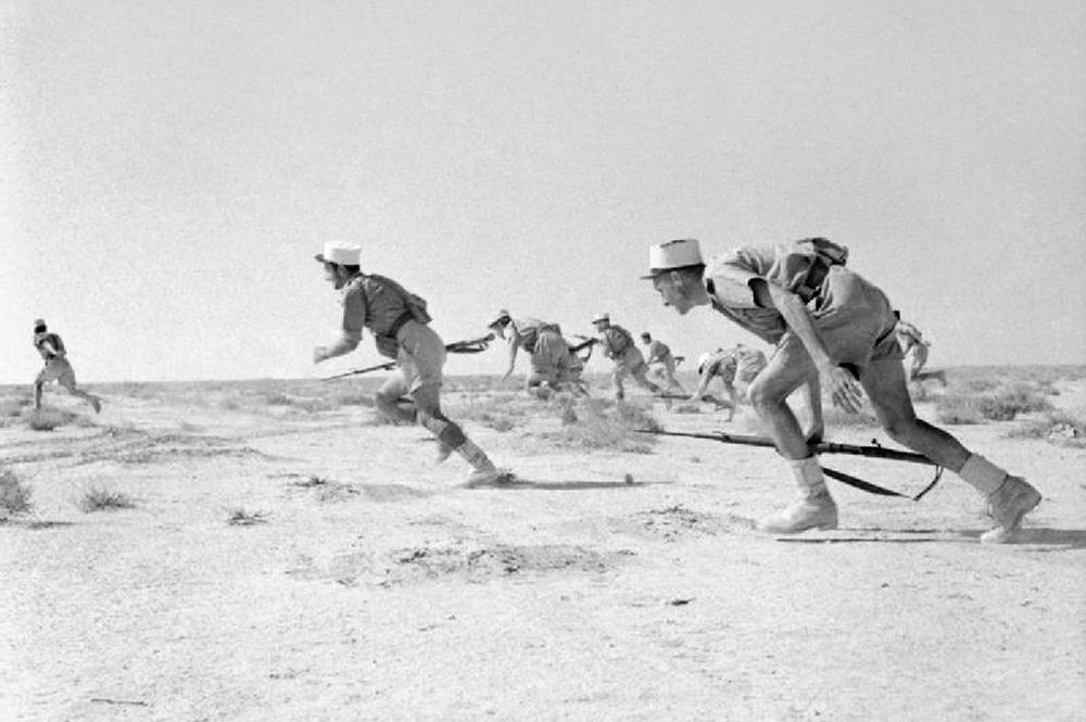 Легионеры Свободной Франции атакуют врага, Бир-Хакейм, 11 июня 1942 г.