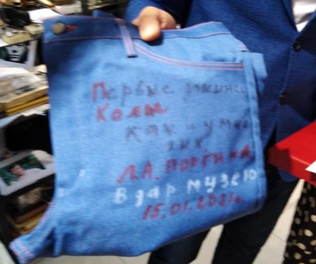 В экспозиции музея «Джинсы как культ» теперь есть джинсы Николая Караченцова.