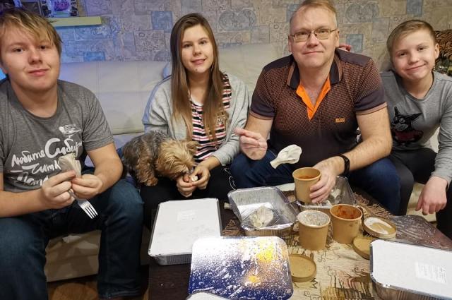 Многие активно пользовались доставкой продуктов и готовых блюд.