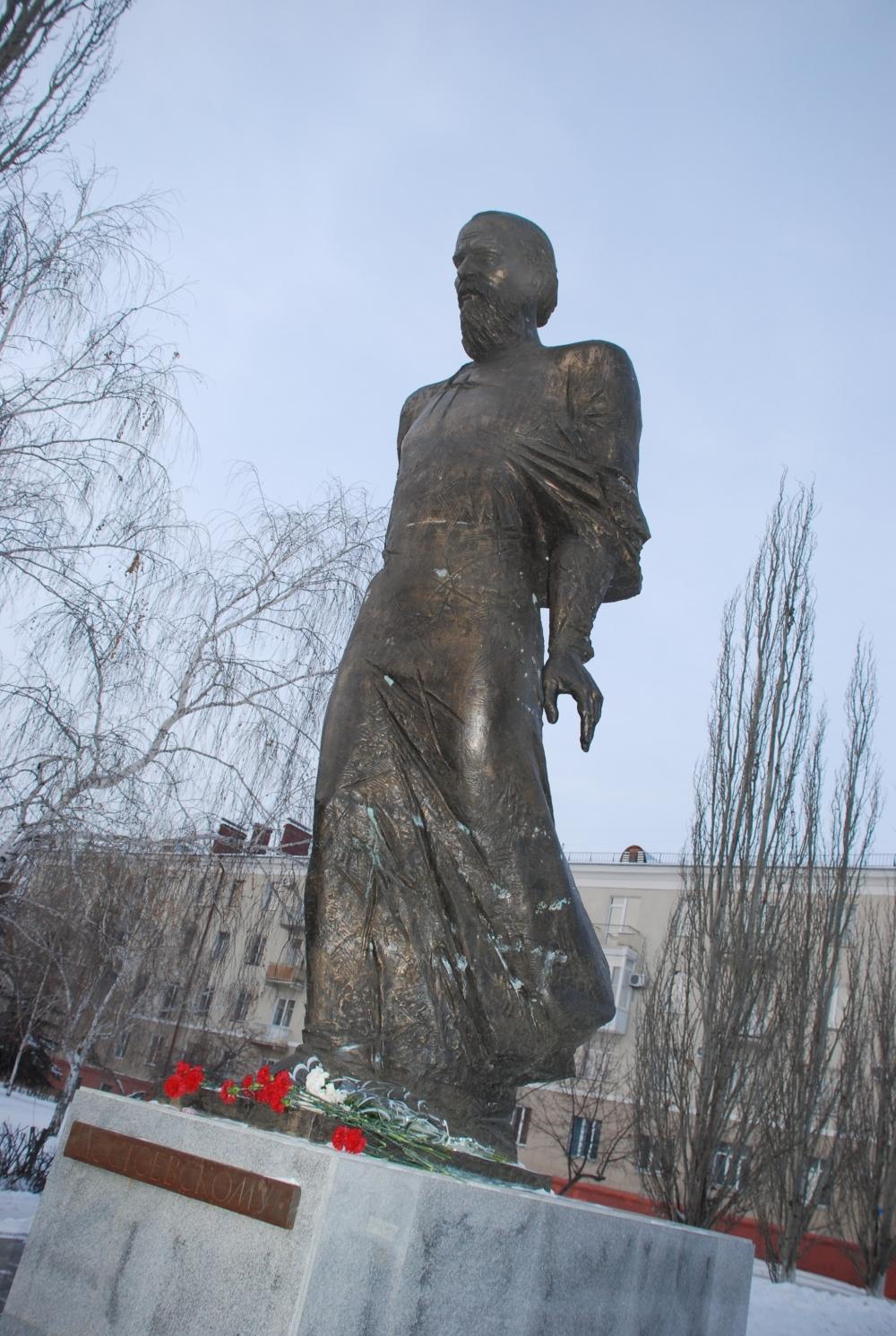 Памятник Достоевскому Сергея Голованцева.