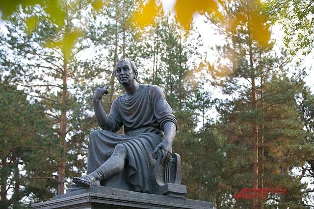 Памятник Державину в Лядском саду.