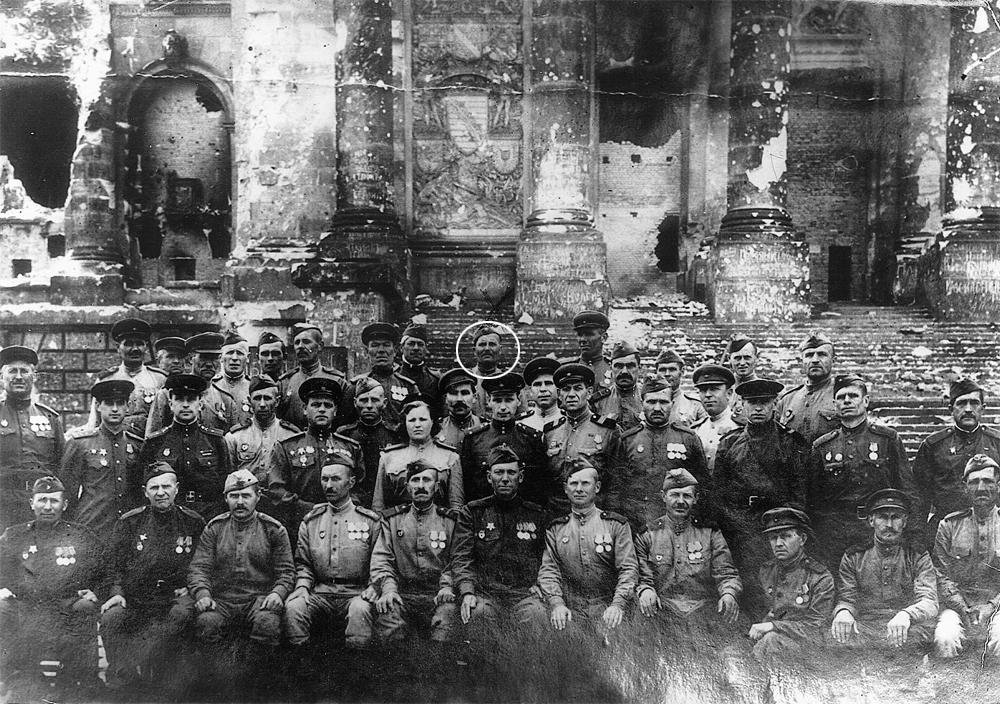 Иван Яковлевич Чебоптасов (обведён кружком) прошёл всю войну с первых дней, дошёл до Берлина и вернулся живым