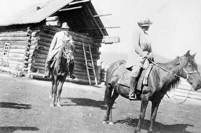 В 1924 году они отправились в Центрально-Азиатскую экспедицию.
