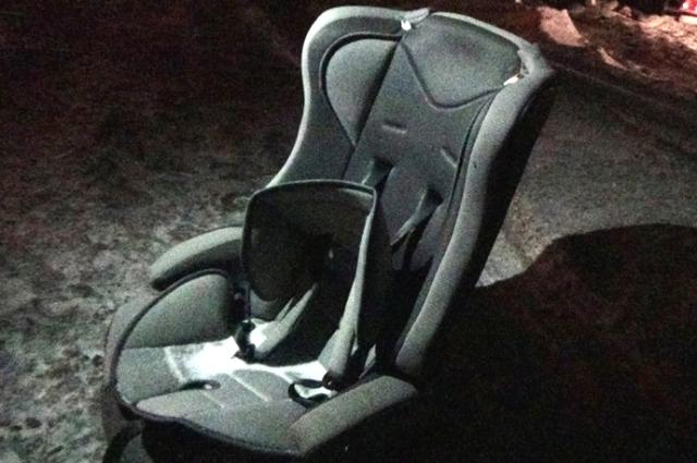 Двухлетний мальчик выжил только благодаря детскому креслу.