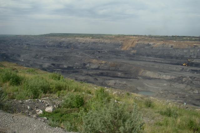 Бачатский угольный разрез достигает 300 м в глубину.