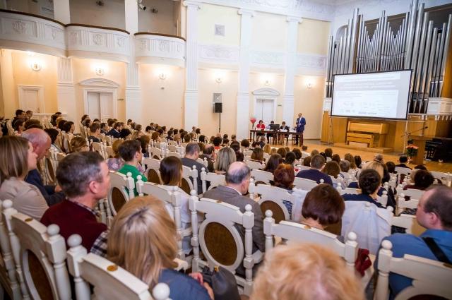 Более 300 человек участвовали в форуме.