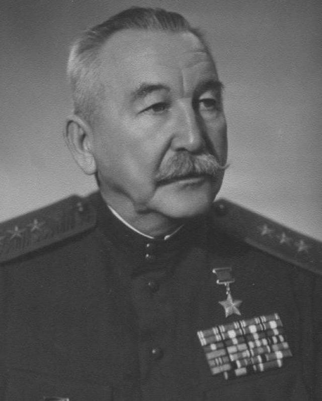 Гвардии генерал-лейтенант Павел Алексеевич Белов.