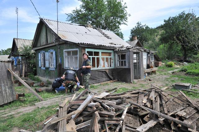 Дом, в который попал снаряд в Донецкой области