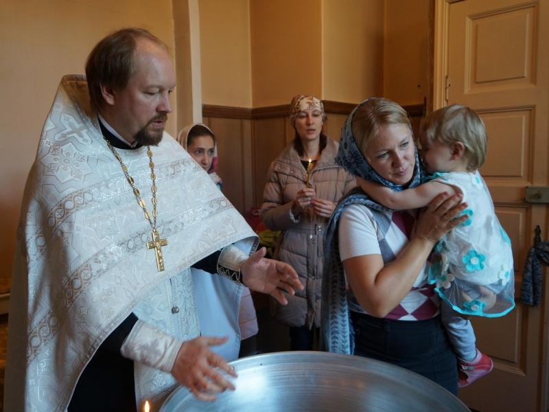 В Петербурге девочку окрестили
