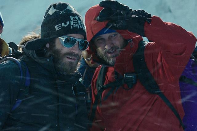 Актёры Джейк Джиленхол (Скотт Фишер) и Джейсон Кларк (Роб Холл).