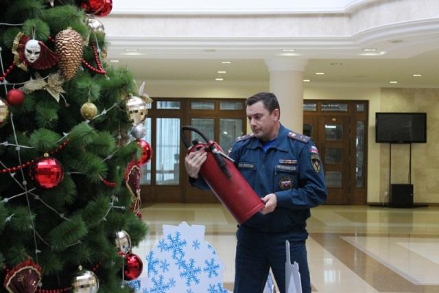 Сергей Петрунин знает, что главное в новогоднем празднике - безопасность!