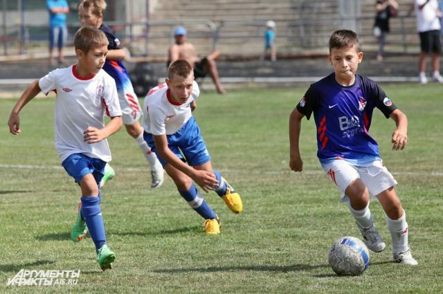 В школах Ростовской области футбол сделали обязательным уроком.