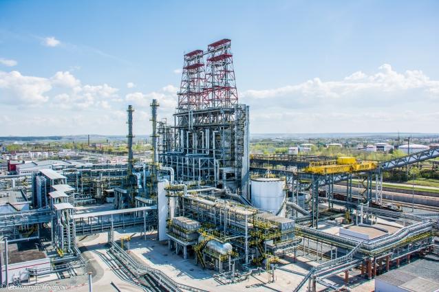 Нефтяники развивают производственные мощности, модернизируют предприятия.
