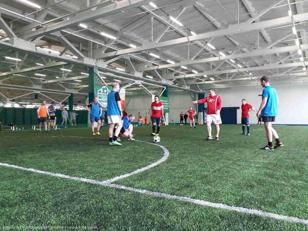 Шесть команд сразились между собой искусственном газоне манежа «Нити Арена».